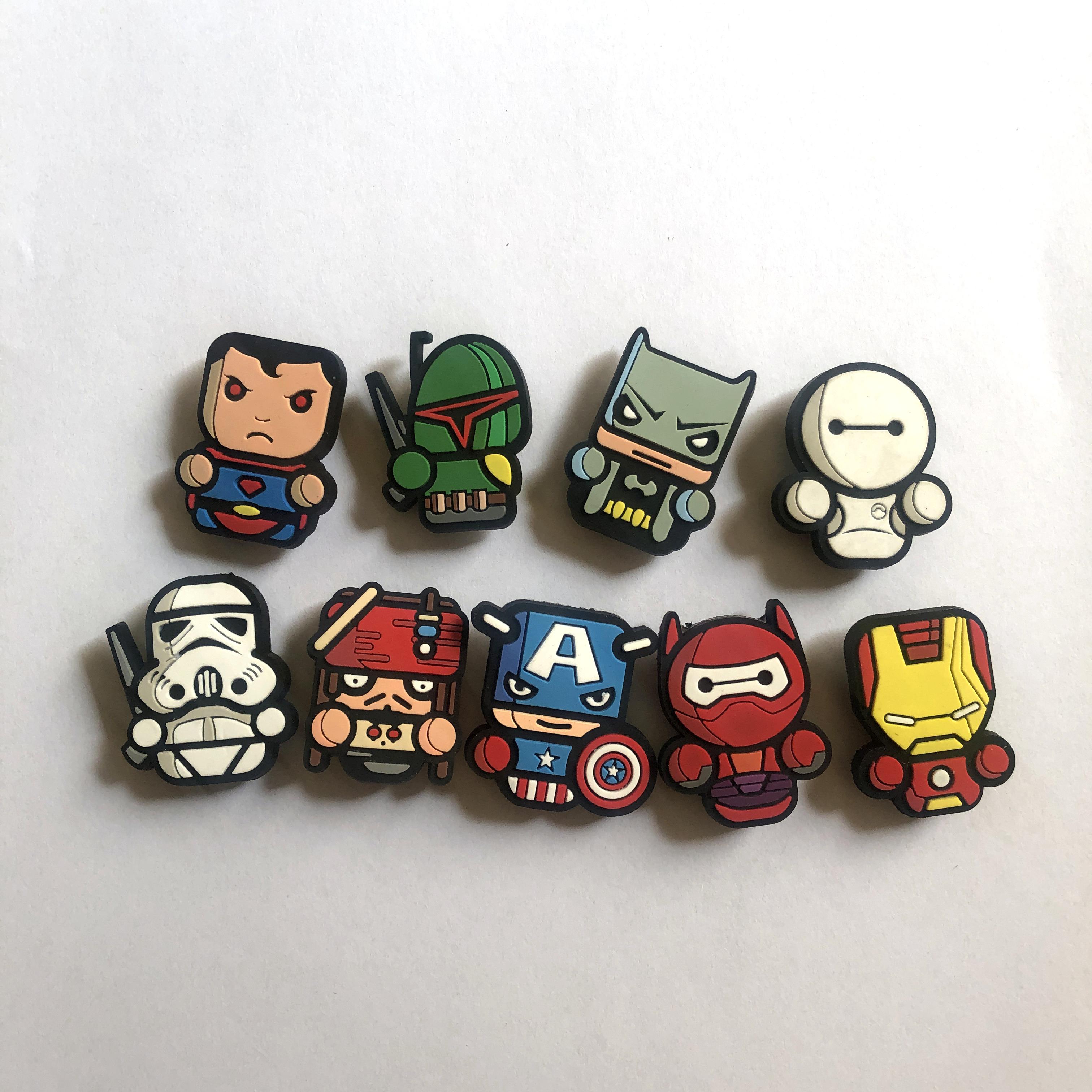 Bộ 9 nút gắn dép sục hình siêu anh hùng dạng to