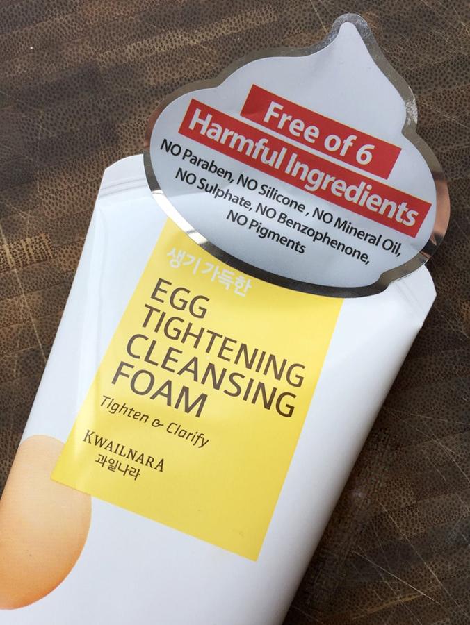 Sữa rửa mặt trứng Welcos Egg Tightening Cleansing Foam Hàn Quốc 130g + Móc khóa