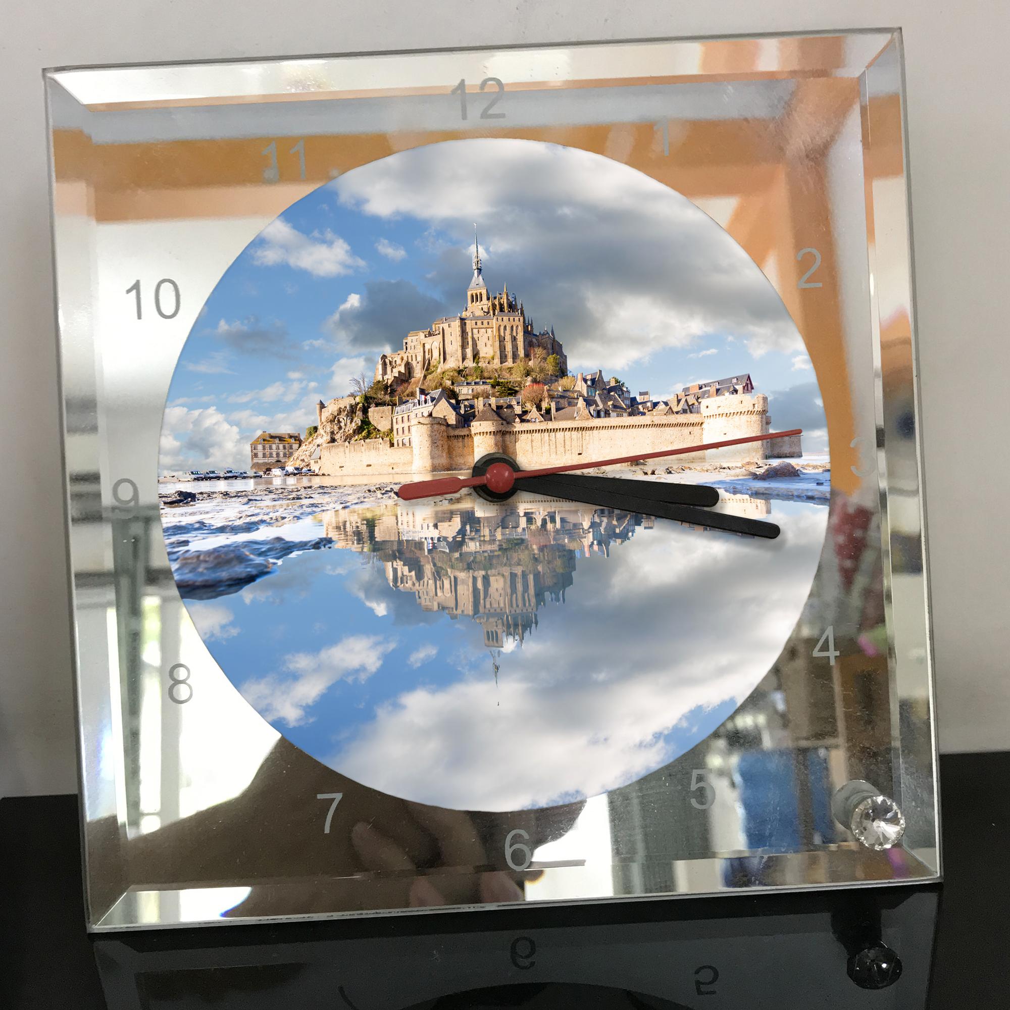 Đồng hồ thủy tinh vuông 20x20 in hình tu viện Mont Saint-Michel (42) . Đồng hồ thủy tinh để bàn trang trí đẹp chủ đề tôn giáo