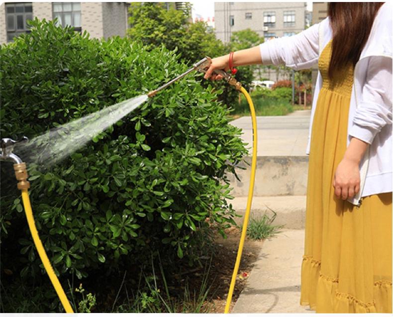 Combo vòi rửa xe tăng áp, vòi tưới cây LionKing 20 mét CU-RF20. Ống nước dài 20 mét kết cấu 5 lớp, chống gập, chống xoắn, vòi phun và các khớp nối bằng kim loại. Bộ sản phẩm phù hợp cho việc tưới cây, rửa xe và vệ sinh nhà cửa.