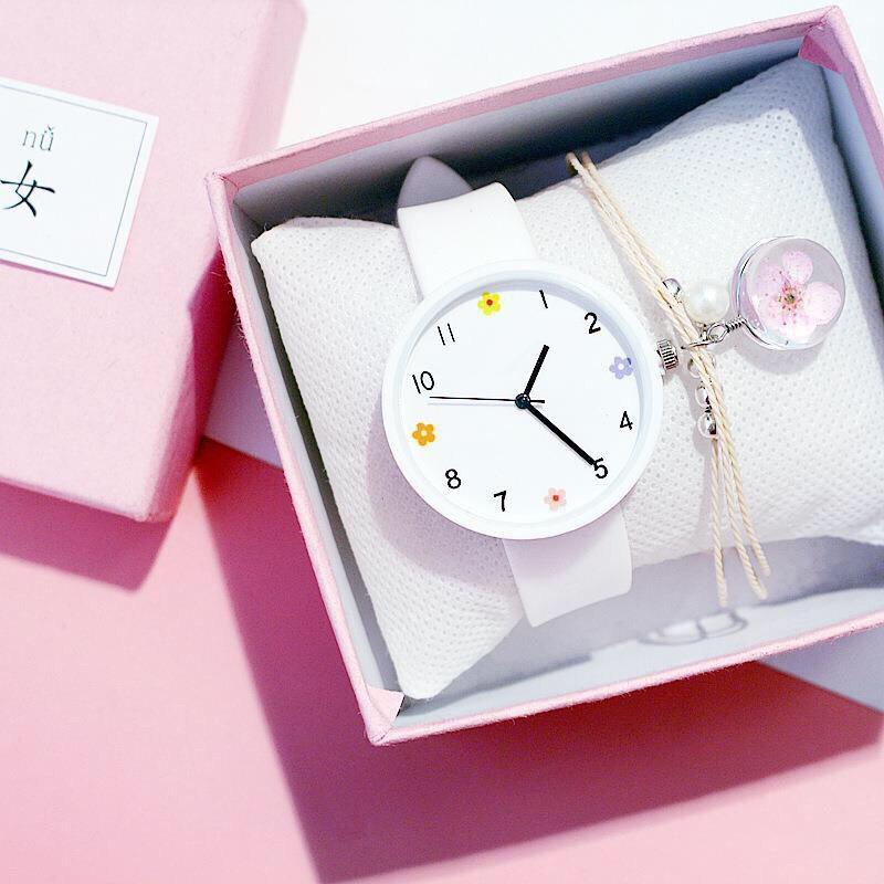 Đồng hồ thời trang nữ mặt hoa dây silicon cực đẹp K783,mặt tròn họa tiết 4 hoa xinh xắn - không kèm vòng tay