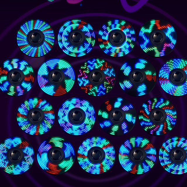 Hộp Qụet Bật Lửa Sạc Điện Hồng Ngoại Kiêm Đèn Pin AW715 Kiểu Dáng Spinner 2 Cánh Tạo 18 Hiệu Ứng Đèn Led Cao Cấp ( Giao Màu Ngẫu Nhiên )