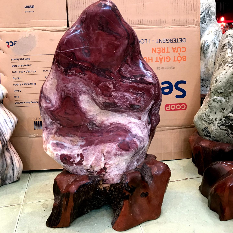 Trụ đá cây đá tự nhiên màu đỏ, đá trấn trạch màu đỏ chất canxite cho người mệnh Thổ và Hỏa cao 53 cm nặng 25 kg D.Cao53X32X25