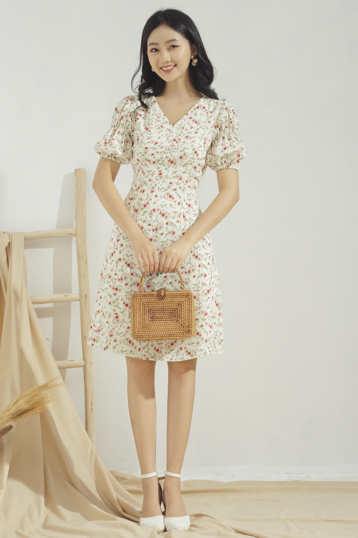 Hình ảnh Đầm xòe nữ GUMAC thiết kế cổ V sang trọng nhún ngực tay phồng dễ thương DA684