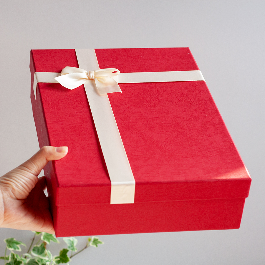 Hộp quà lớn đính nơ 30x21x7cm (đỏ nơ kem) 290391