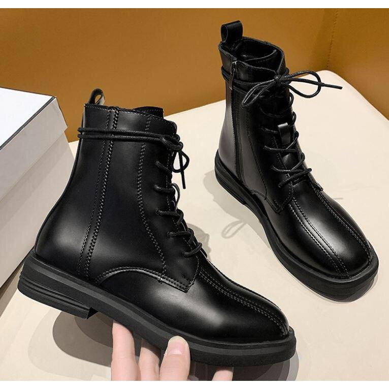 Mẫu Boots hot trend của năm 2021 cao 20cm, ôm chân, dây buộc, chất liệu bằng da siêu bền Bluewind mã 68717