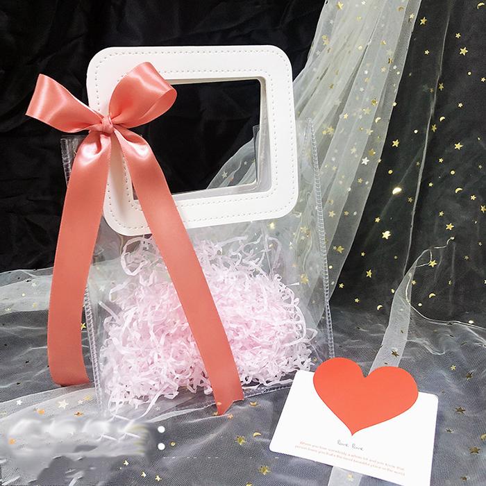 Túi đựng quà trong suốt quai da kèm nơ, giấy rơm độc đáo