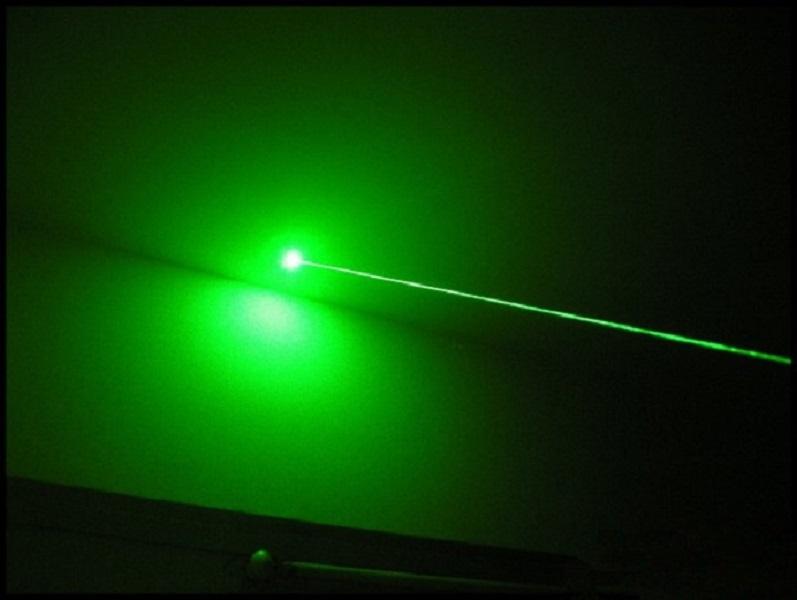 Đèn pin laser cầm tay chiếu xa ánh xanh SD303 (  Kèm pin và sạc  - Tặng móc khóa tô vít 3in1 )