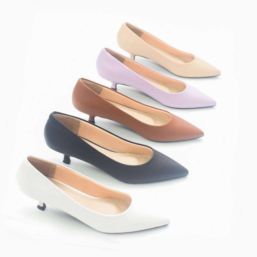Giày Cao Gót 3cm Mũi Nhọn Gót Nhỏ Trơn Basic Màu Bò Pixie P074