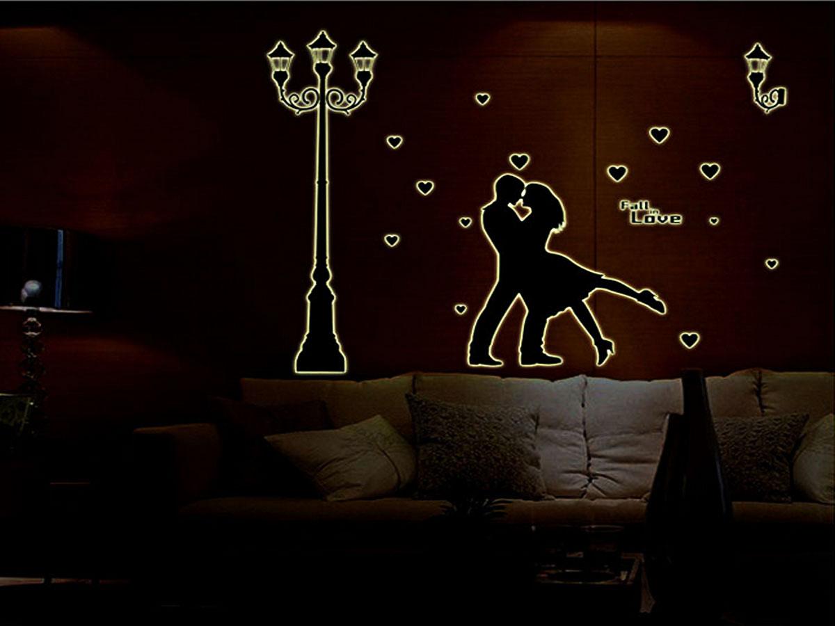 decal dán tường dạ quang tình nhân và cột đèn đen