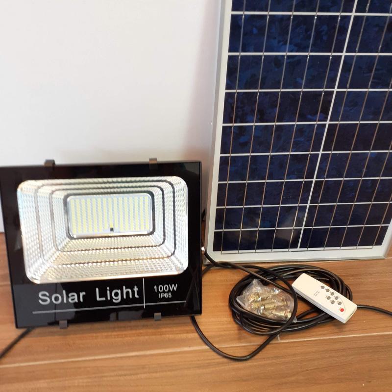 Đèn pha led năng lượng mặt trời Solar 100W