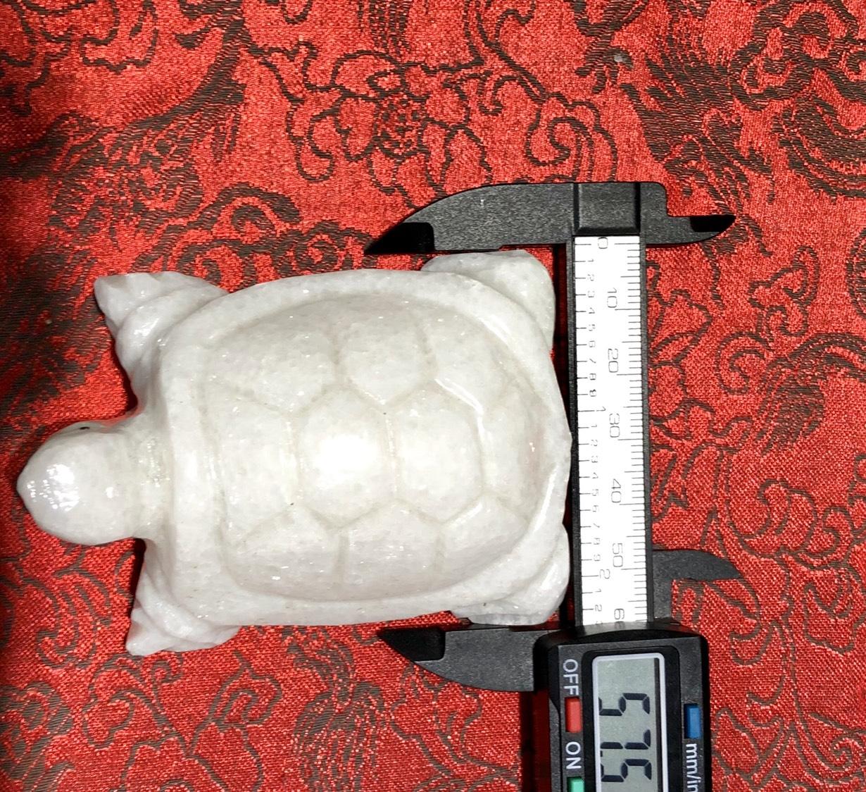 rùa đá trắng non nước phong thủy