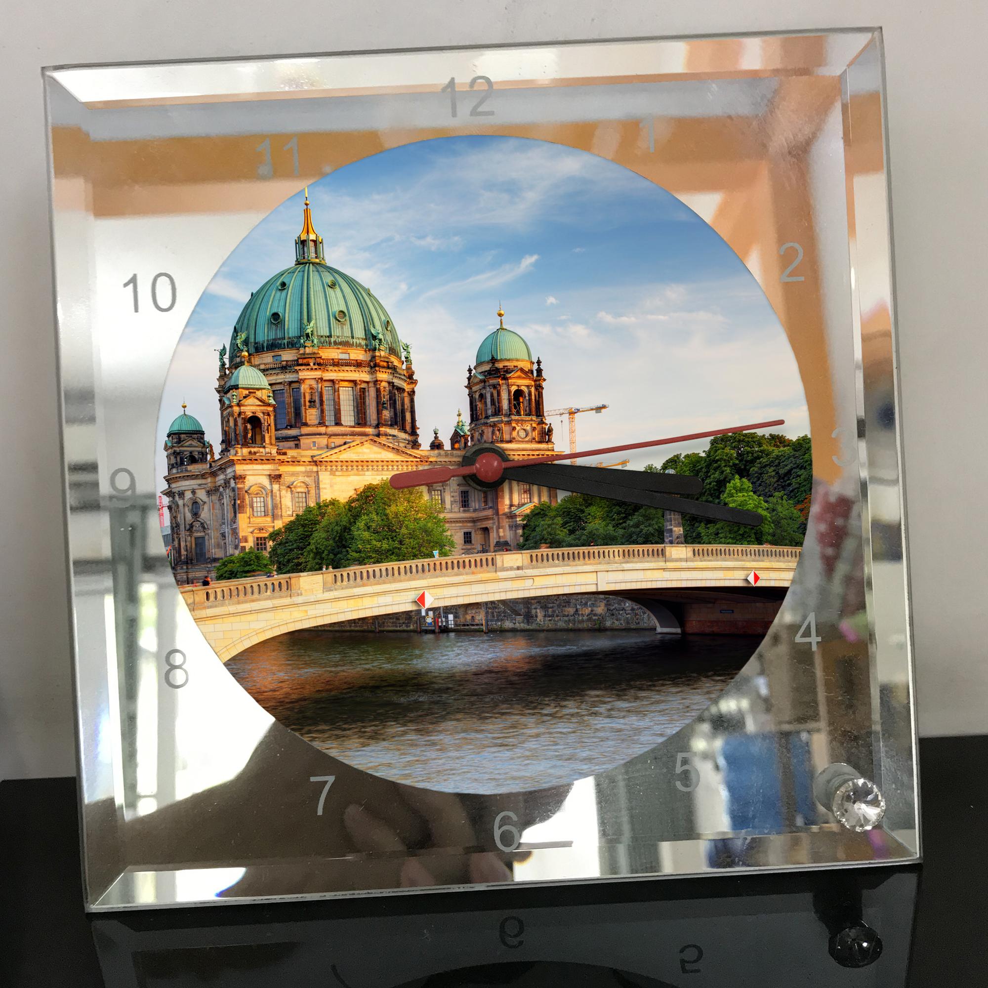 Đồng hồ thủy tinh vuông 20x20 in hình Berlin Cathedral - nhà thờ chính tòa Berlin (3) . Đồng hồ thủy tinh để bàn trang trí đẹp chủ đề tôn giáo