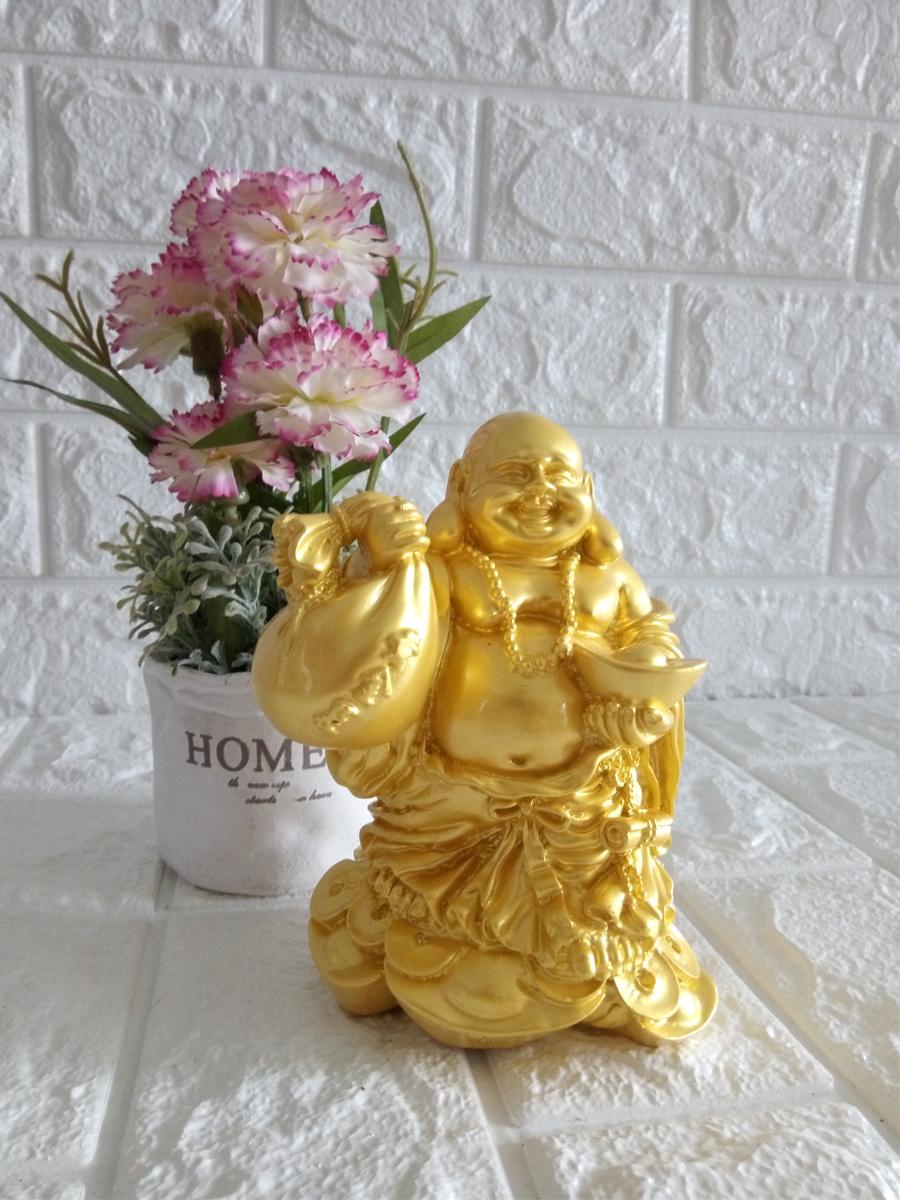 Tượng đá vàng phật Di Lặc xách túi tài lôc tay nâng nén vàng DLDV15