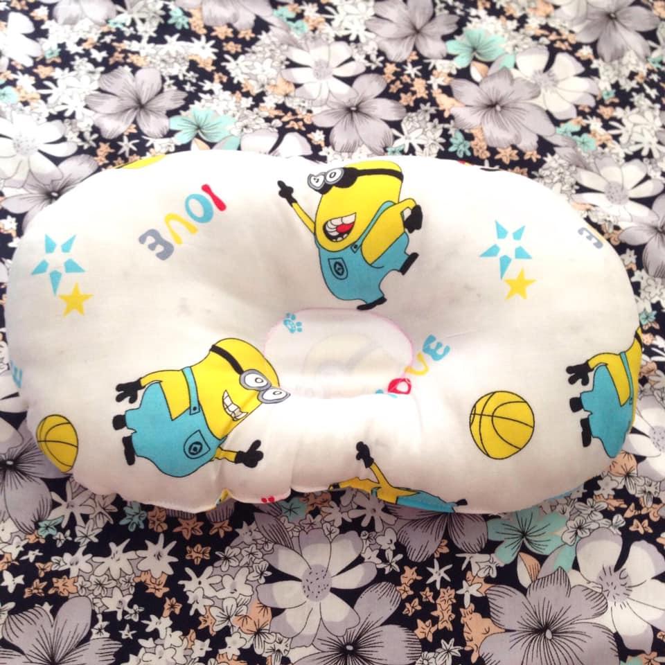 Gối lõm cho bé sơ sinh - Tặng kèm 01 đôi tất cổ cao cho bé