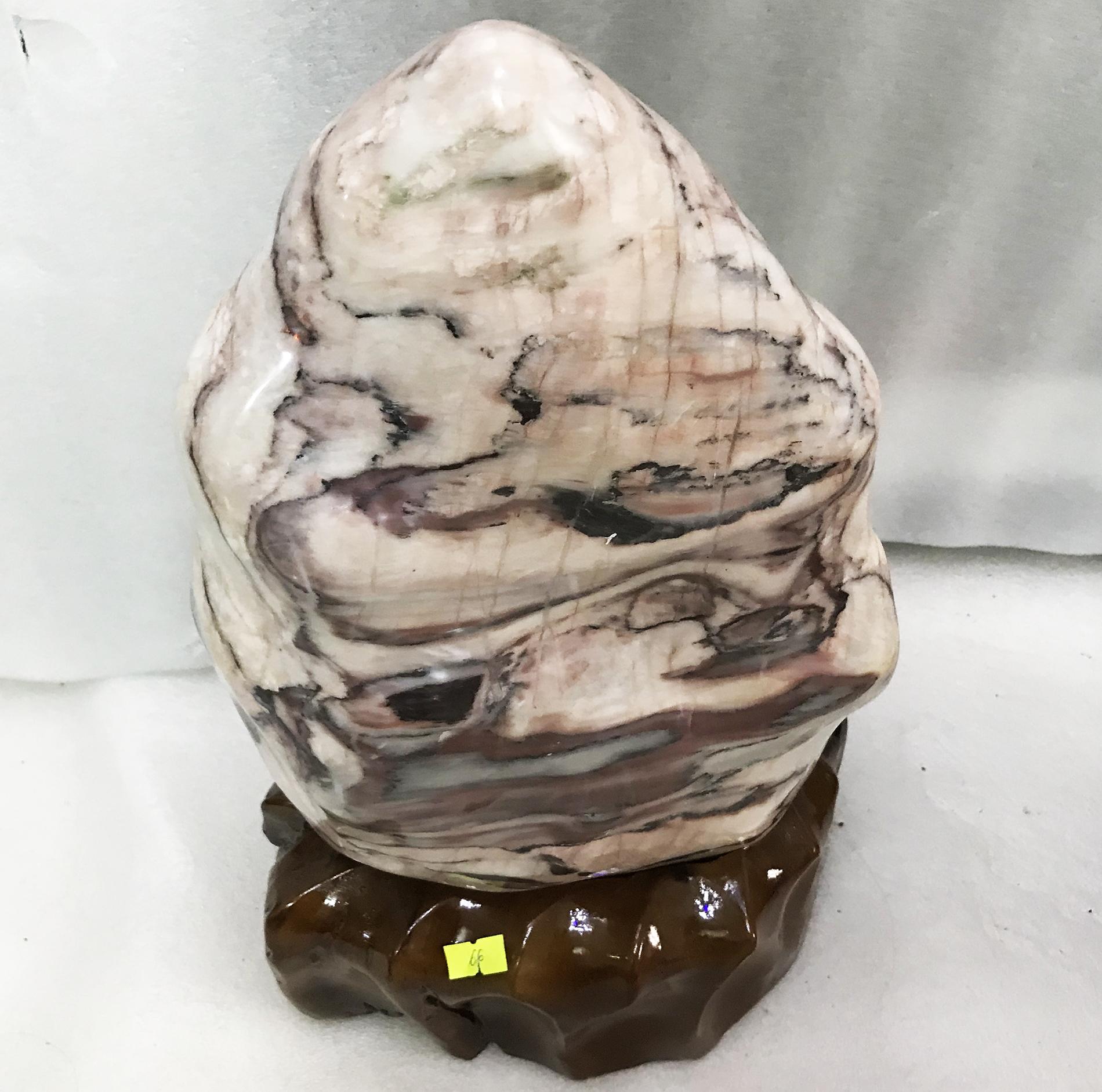 Cây đá tự nhiên để bàn màu hồng vân mây cao 42 cm, nặng hơn 10 kg  cho người mệnh Thổ và Hỏa