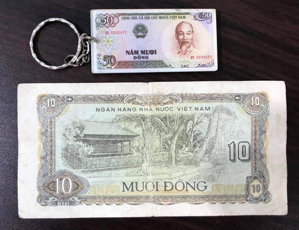 Tờ 10 đồng 1980, tiền xưa Việt Nam sưu tầm  (kèm móc chìa khóa hình tiền xưa lạ mắt)