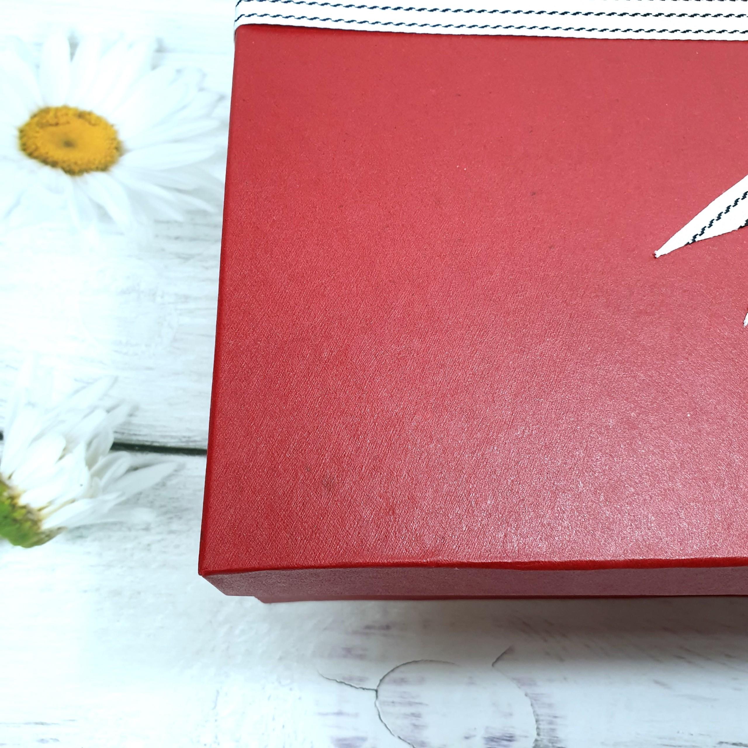 Combo hộp đựng quà sinh nhật to 30x20x10cm tặng thiệp + giấy rơm lót + túi quà - HQ08