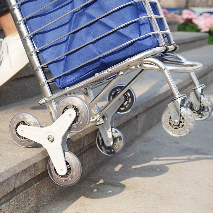 Xe kéo đi chợ leo cầu thang