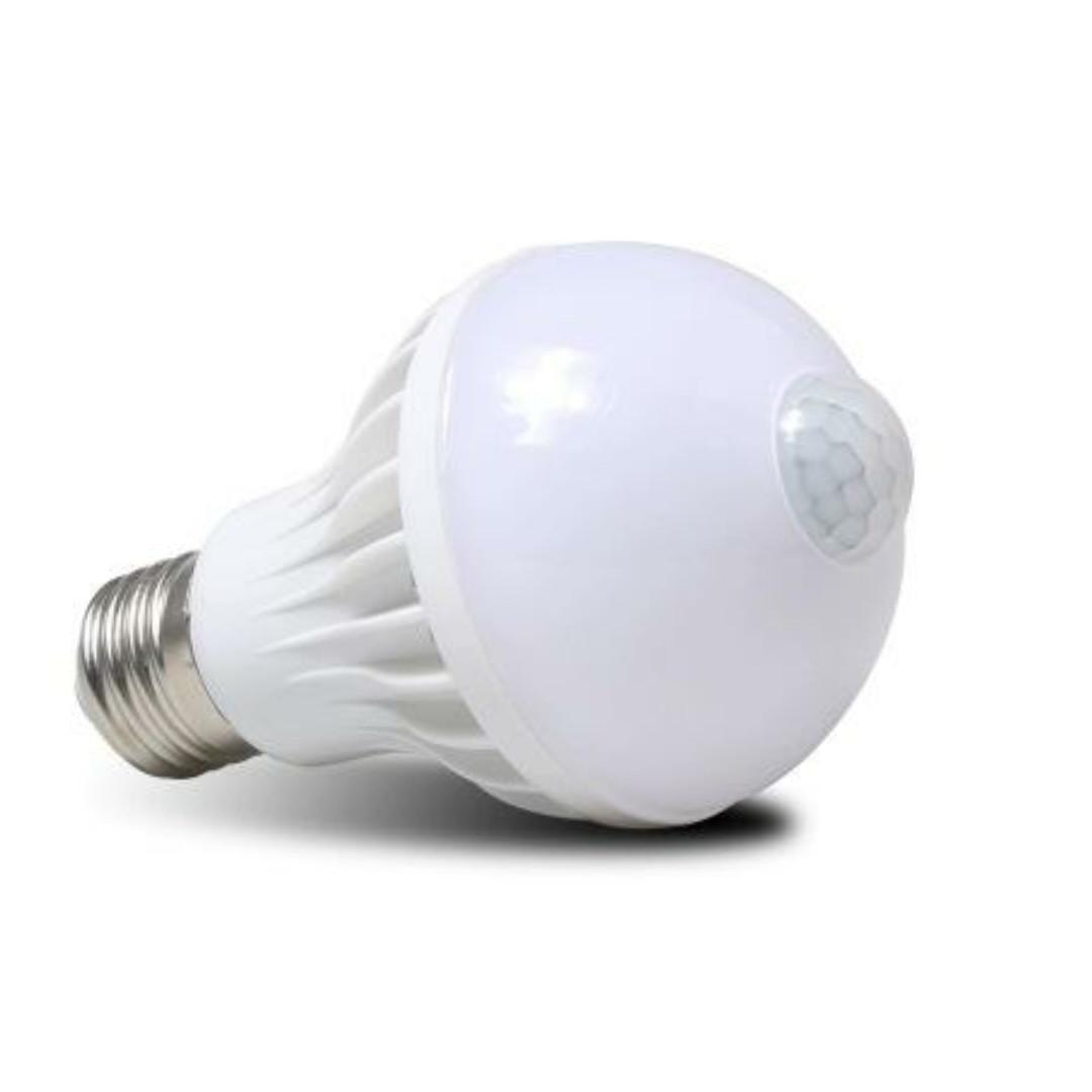 Đèn cảm biến hồng ngoại tự động sáng khi có người chuyển động