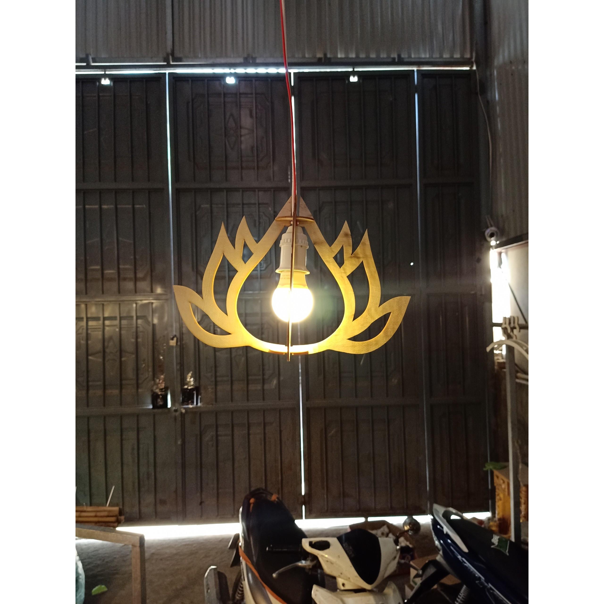 Đèn gỗ dáng bông sen