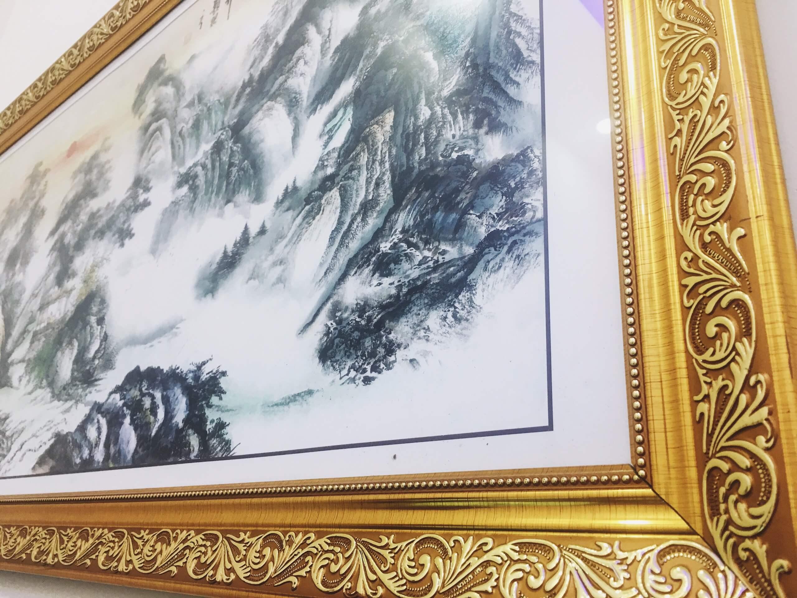 Tranh Núi Phong Thuỷ địa vị vững chắc mang lại phú quý kích thước dài 100cm cao 50 cm chuẩn phong thủy, thích hợp đặt phòng làm việc cho sếp