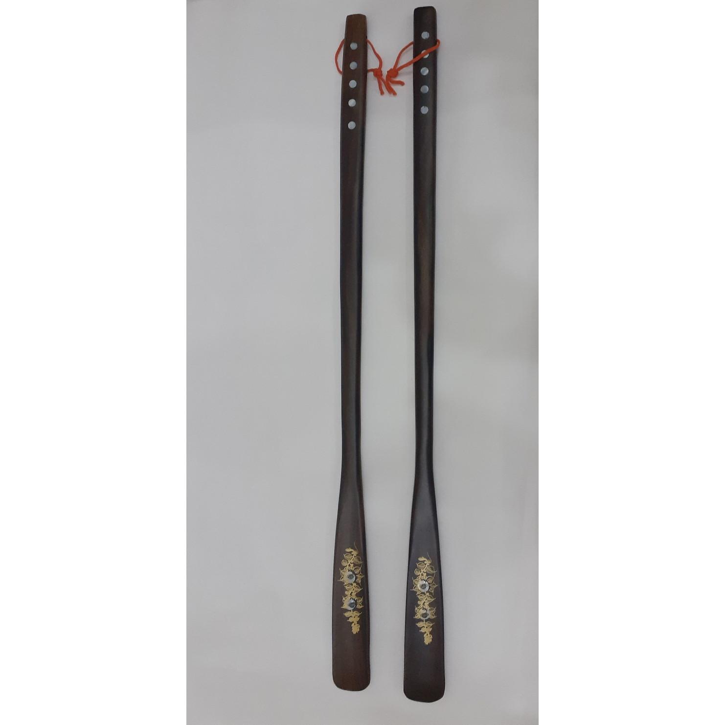 Hai Cây xỏ giầy gỗ muồng đen dài 70cm -khảm trai hoa văn