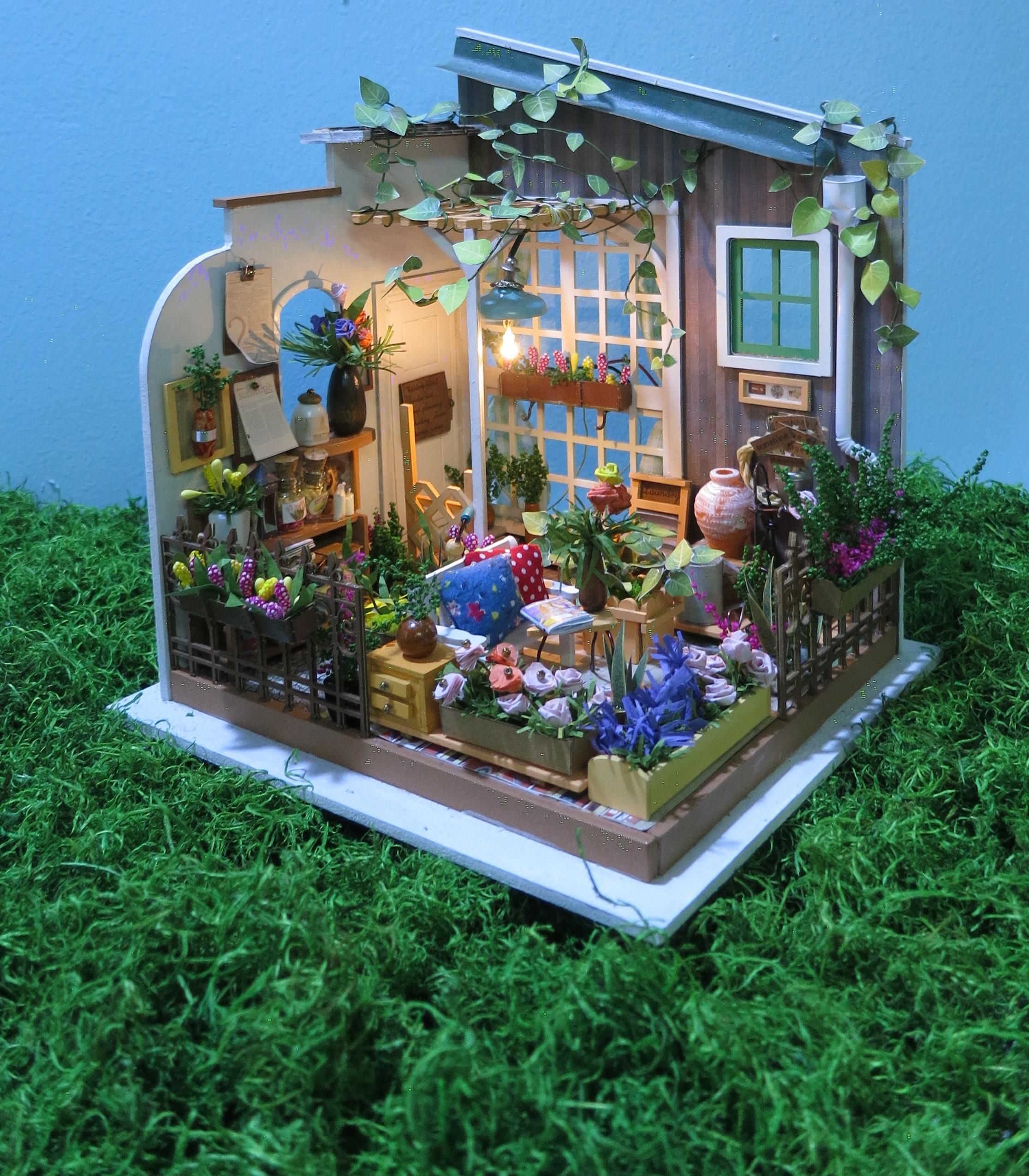 Mô hình Nhà Gỗ Thu Nhỏ Vườn xuân (UHU 35ml+Công cụ)
