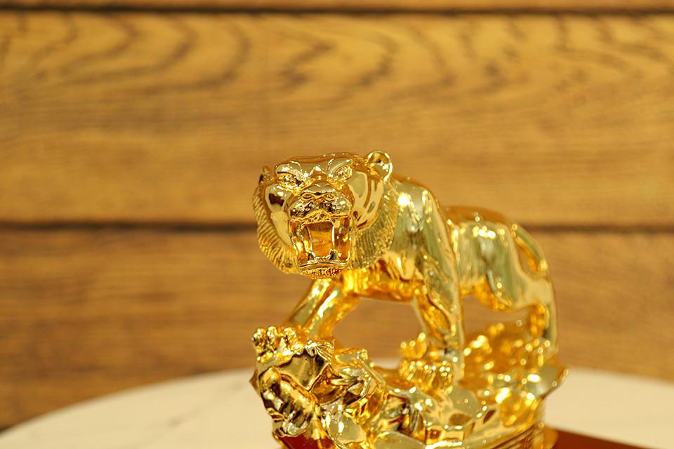 Quà tặng sếp nam sang trọng - Tượng Hổ phong thủy mạ vàng 24k