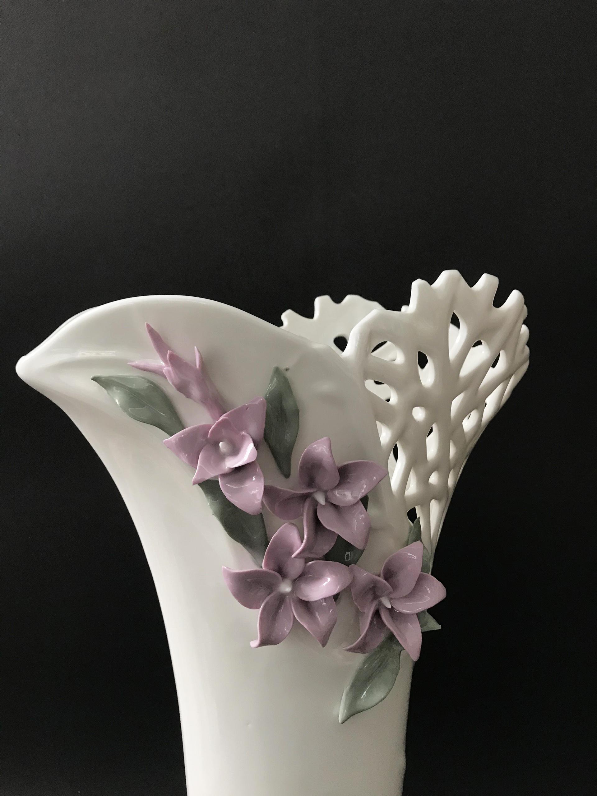 Lọ hoa trang trí  miệng xòe đính hoa tím