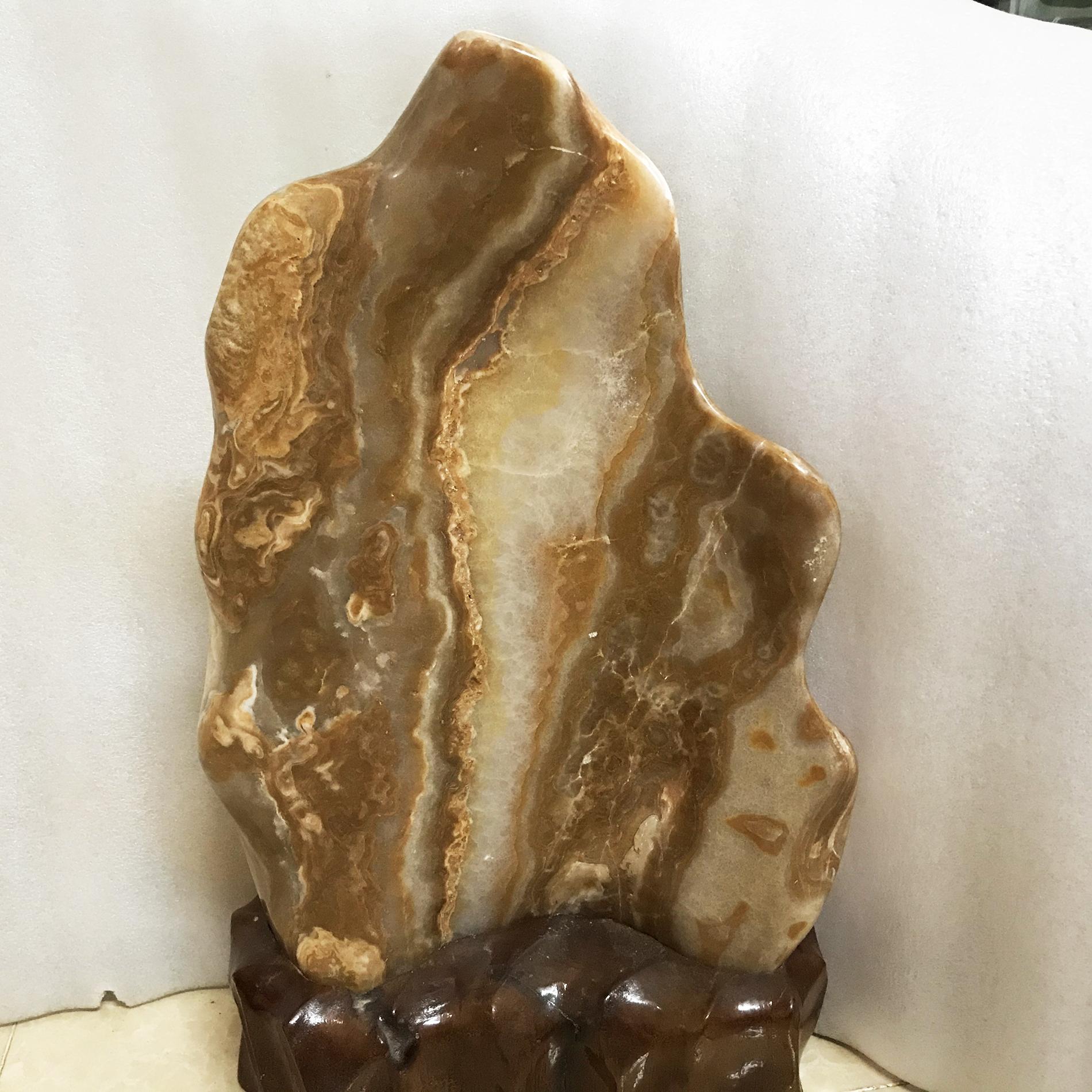 Cây đá màu vàng vân gỗ cao 50 cm, nặng 18 kg cm cho người mệnh Kim và Thổ đá tự nhiên ( tặng chân đế gỗ rừng)