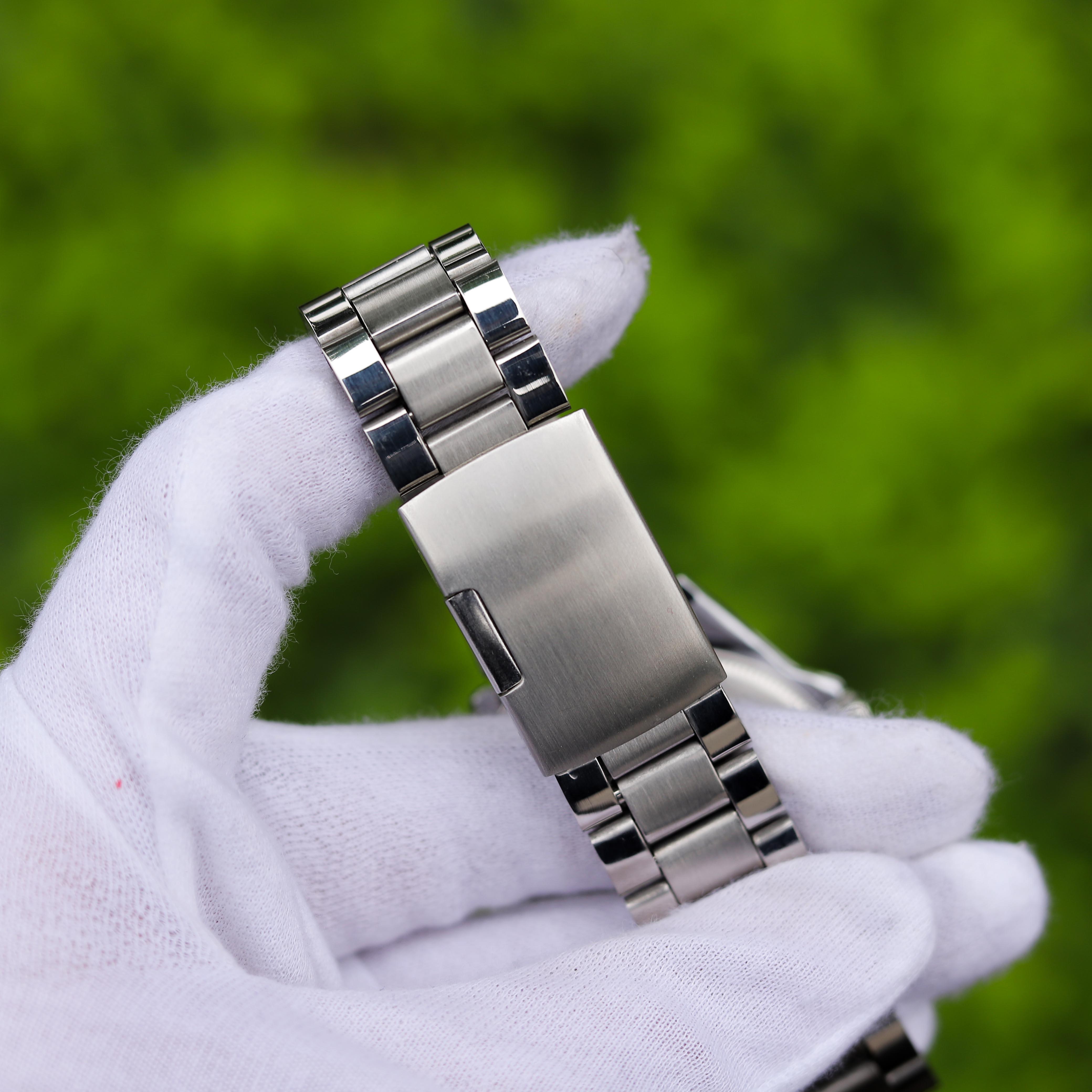 Đồng hồ nam cao cấp TI003050 – Thiết kế dây kim loại sang trọng, lịch lãm, dễ phối đồ – Phù hợp đi chơi, đi làm – Hiển thị lịch ngày tháng tiện lợi