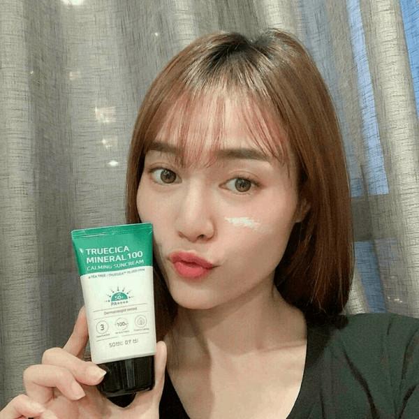 Kem Chống Nắng Dành Cho Da Dầu Mụn, Nhạy Cảm Some By Mi Trucica Mineral 100 Calming Suncream SPF50+/PA+++ 50ml tặng kèm kích mí