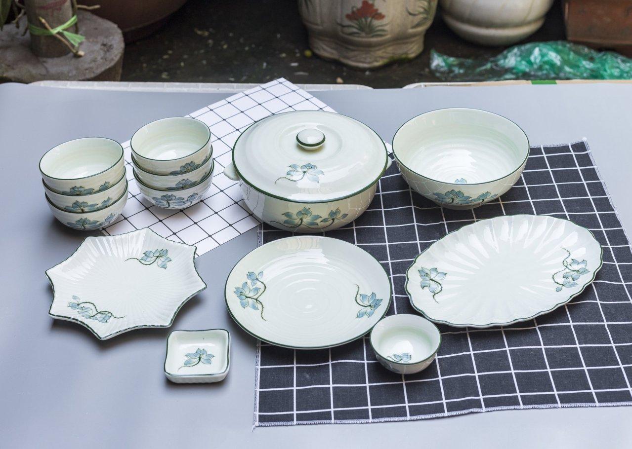 Bộ sản phẩm đồ ăn vẽ hoa sen xanh gốm sứ Bát Tràng
