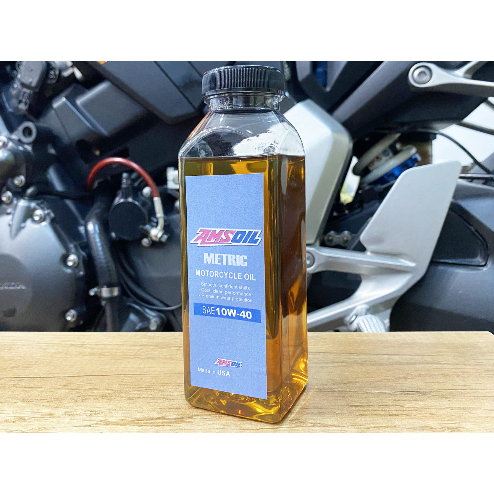 Nhớt Amsoil Synthetic Metric 10W40 Chai 300ml