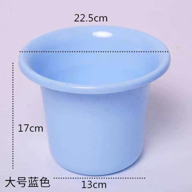 Bô vệ sinh 2 màu nhựa nhập khẩu