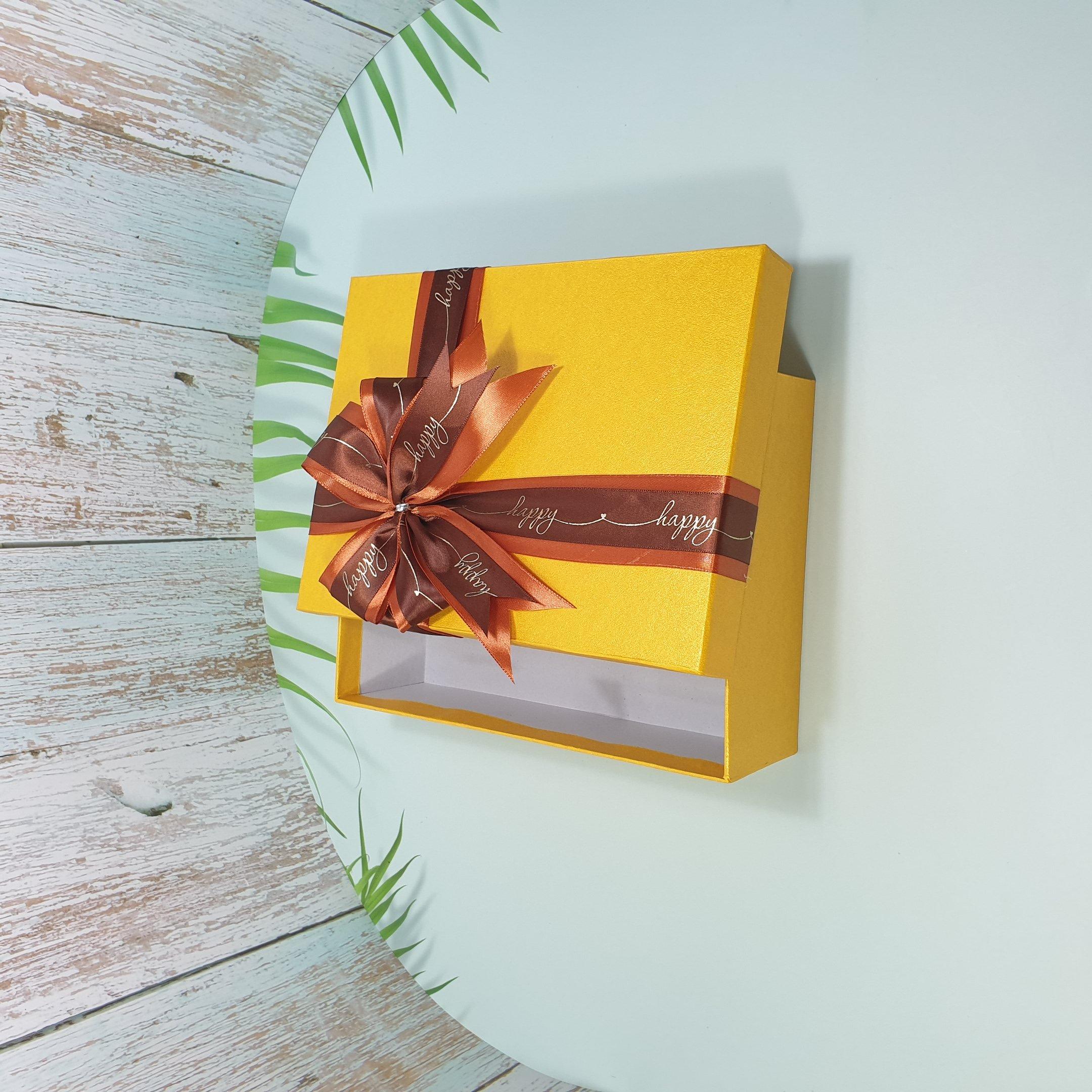 [Tặng thiệp + Giấy rơm] Hộp quà tặng sinh nhật 23x17x7cm - HQ28