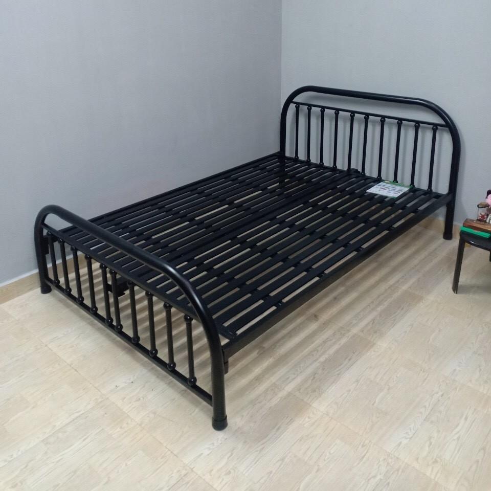Giường sắt ngủ giá rẻ đơn giản 1m6x2m màu đen