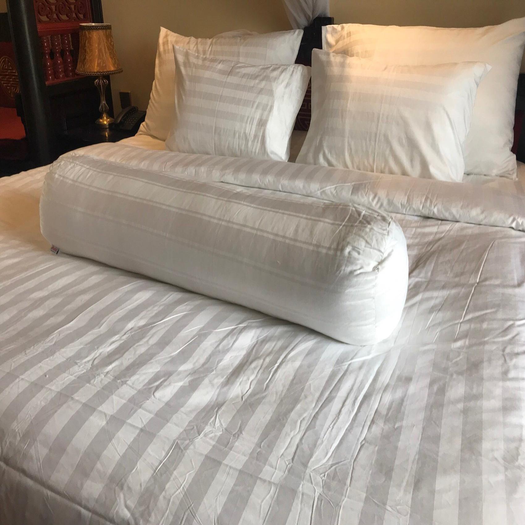 Gối ôm phòng ngủ DADA tiêu chuẩn 5 sao size 80x100cm - Hàng Chính Hãng