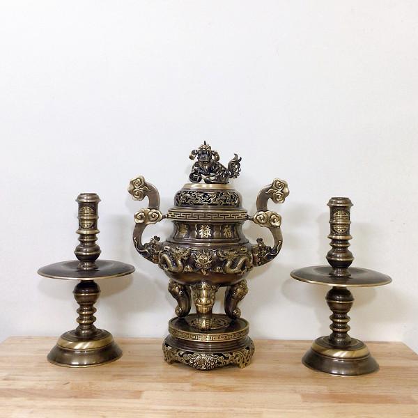 Bộ đỉnh rồng tam sự (Đỉnh và đôi chân nến) đồng vàng hun giả cổ (2CN)