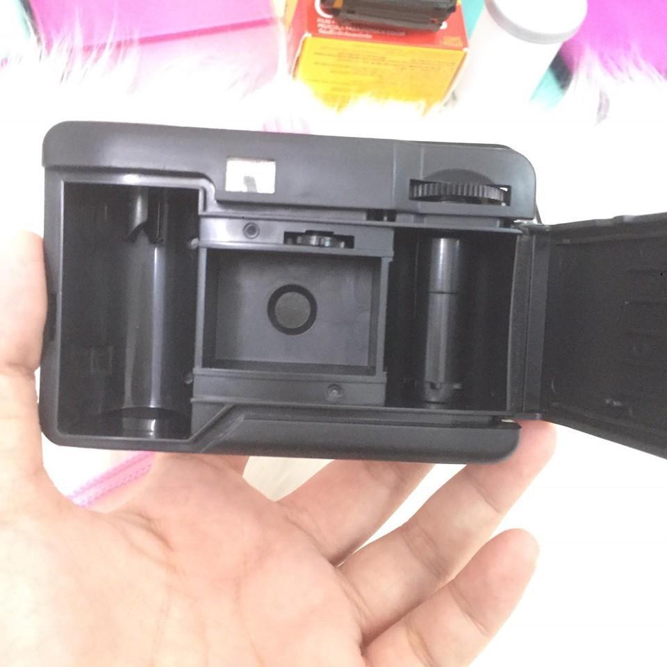 Máy ảnh chụp được dưới nước (ko kèm film kodak200 36exp). Máy ảnh chụp film lomo có thể chụp dưới nước (tối đa 3m), máy không cần pin lắp vào chụp luôn.