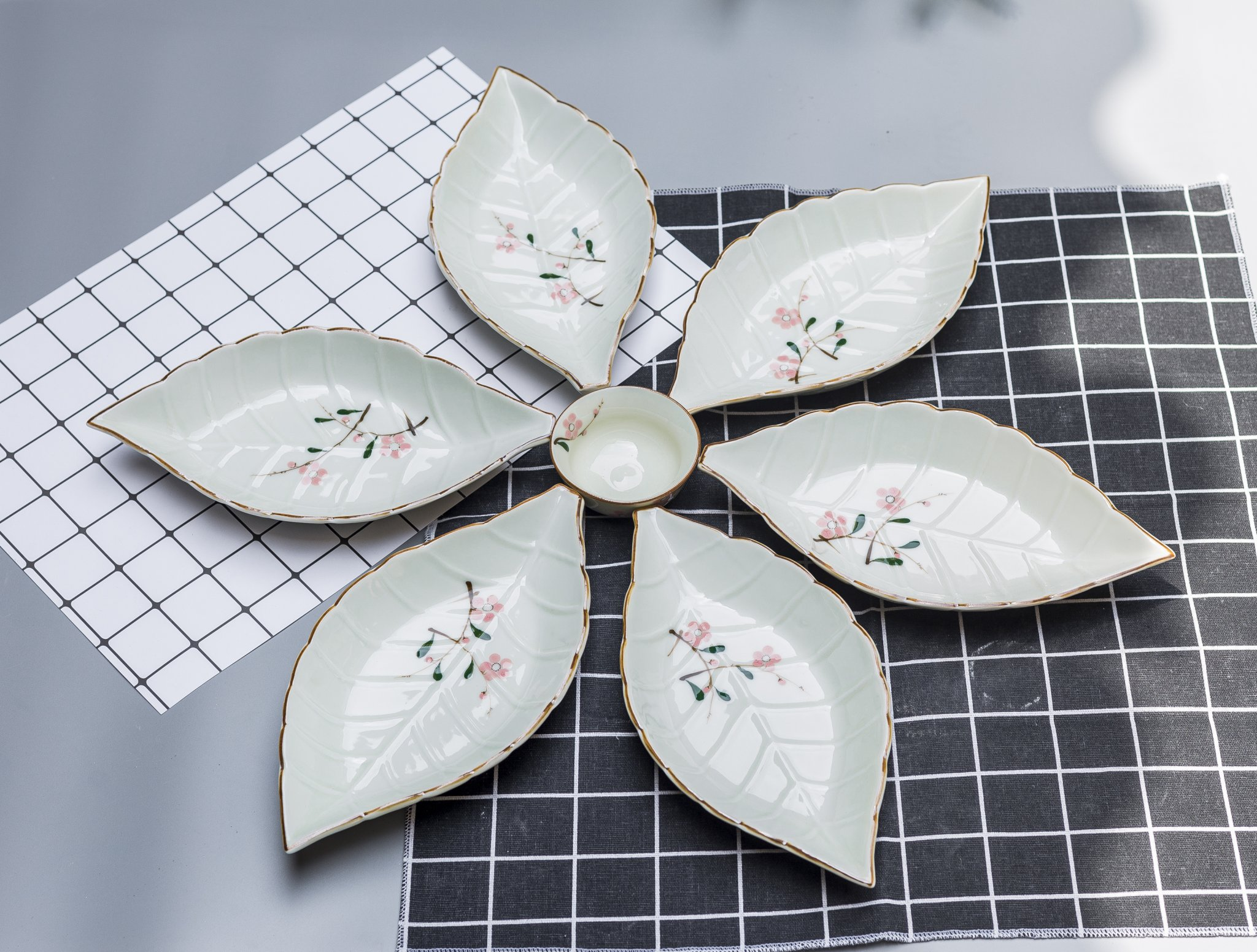 Bộ đĩa ăn vẽ hoa đào hồng gốm sứ Bát Tràng