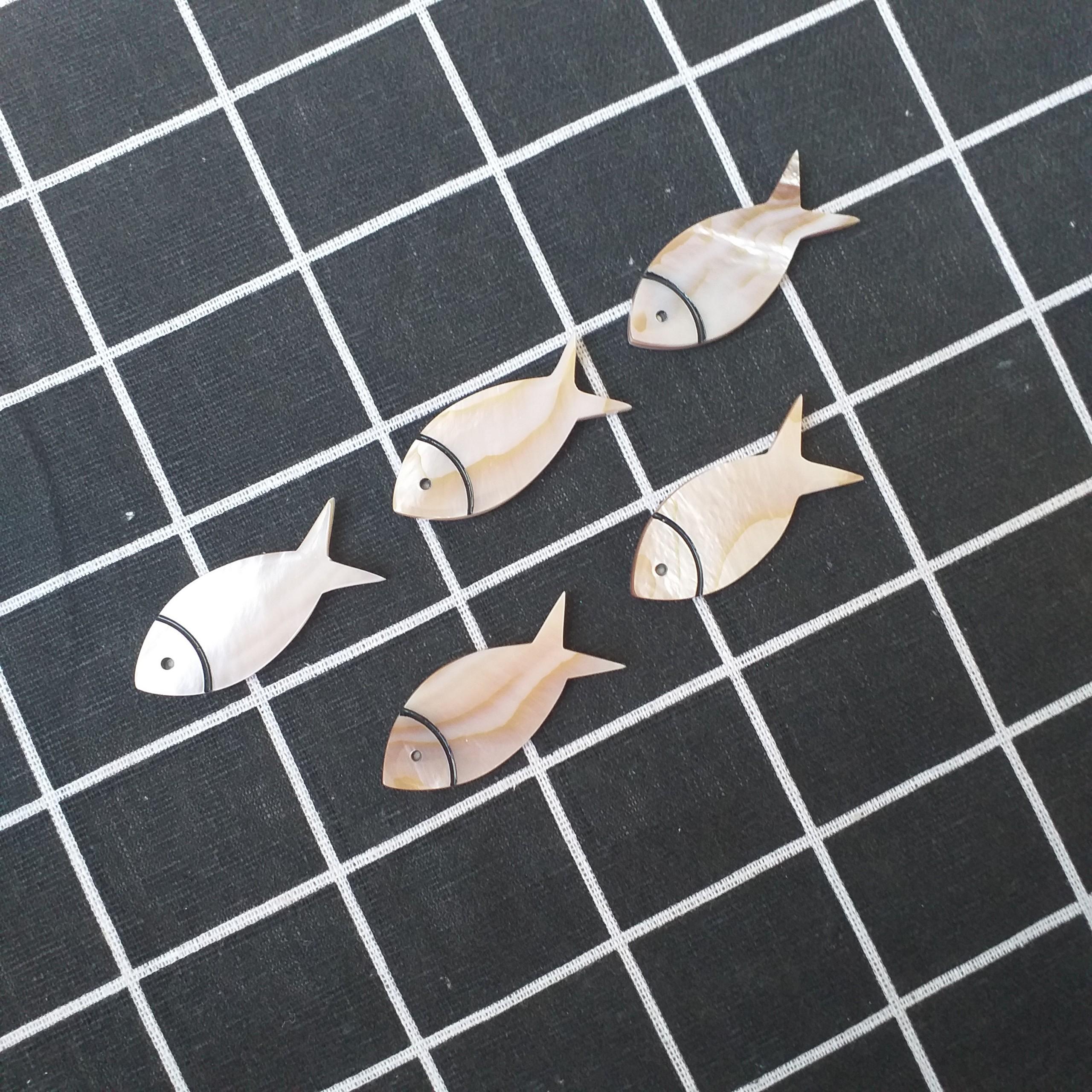 Gác đũa Xà Cừ Nâu Hồng hình Cá 4,5cm (Bộ 5 chiếc ) - Phụ kiện cao cấp giúp bàn ăn sang trọng (R17)