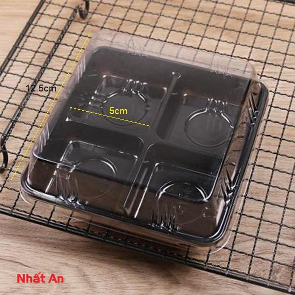 Hộp nhựa đế đen 4 ngăn