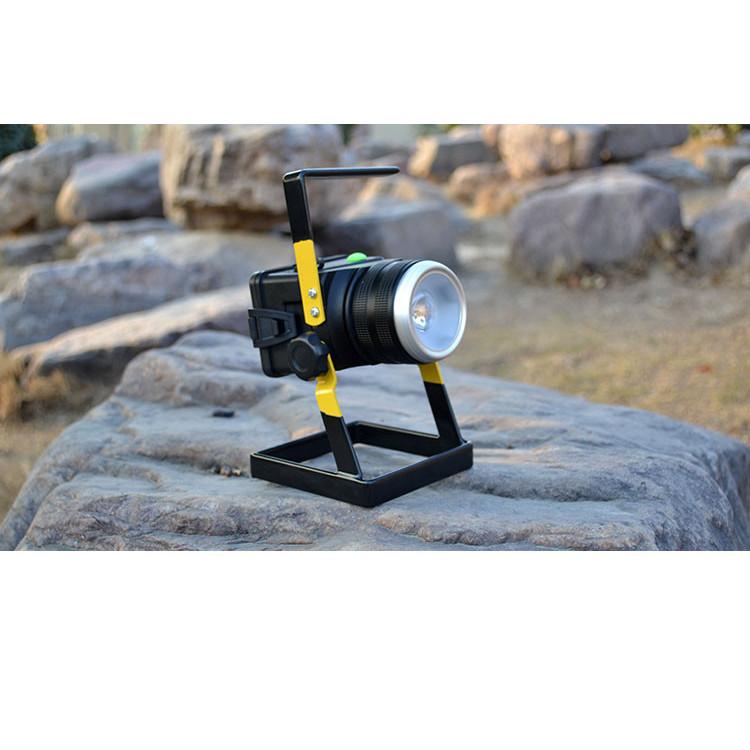 Đèn led siêu sáng sạc điện, độ sáng cao tản nhiệt tốt, tiết kiệm pin, tiêu thụ điện năng ít có khả năng chống nước ( Tặng kèm pin sạc )