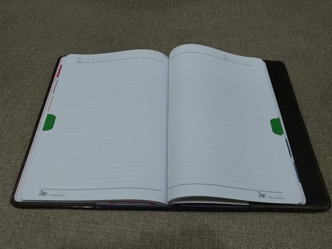 Sổ Bìa Da Confidence (Tay Gấp) - Màu Nâu (Sắc Độ Màu Giao Ngẫu Nhiên)