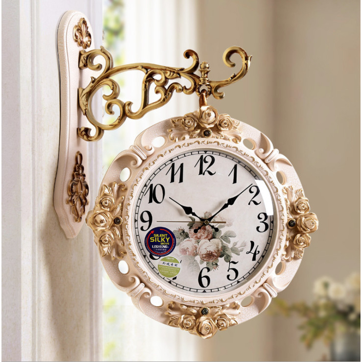 Đồng Hồ Treo Tường 2 mặt xoay 360 độ, DHTT62 Thiết kế đồng hồ xoay thông minh có thể xem giờ được ở cả 2 mặt. Kích thước 44x57cm chất liệu composite