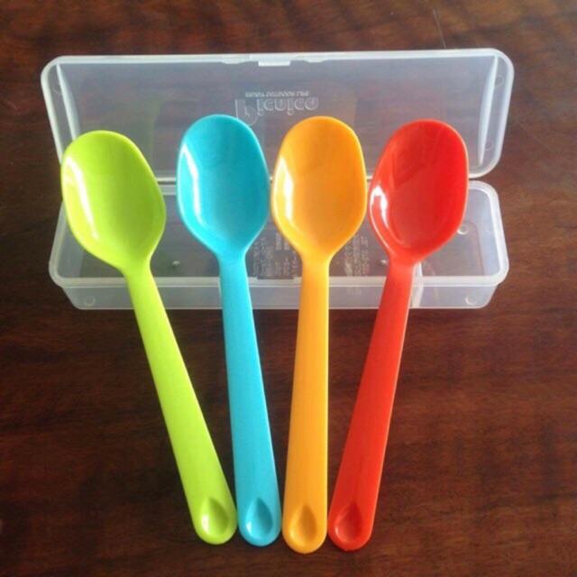Bộ 4 thìa nhựa kèm hộp đựng dùng ăn cơm văn phòng, chất liệu nhựa PP, kích thước 16.1x4.7x3.5cm ( Tặng 01 móc chịu lực 3D ngẫu nhiên )