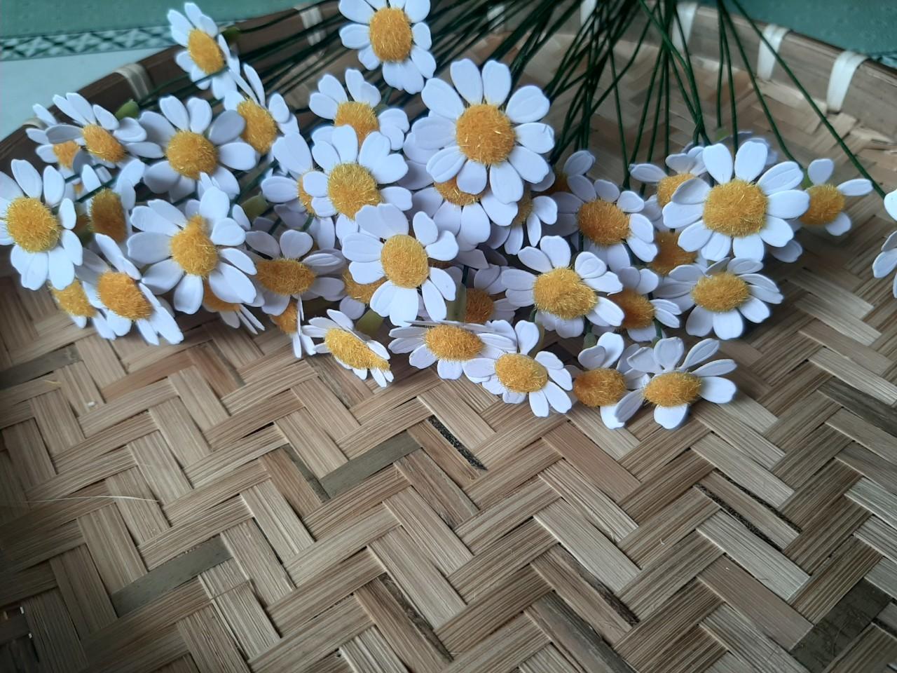 Set Nguyên Liệu Đầy Đủ làm 100 Bông Cúc Tana Có Kèm Lọ Thủy Tinh đã trang trí