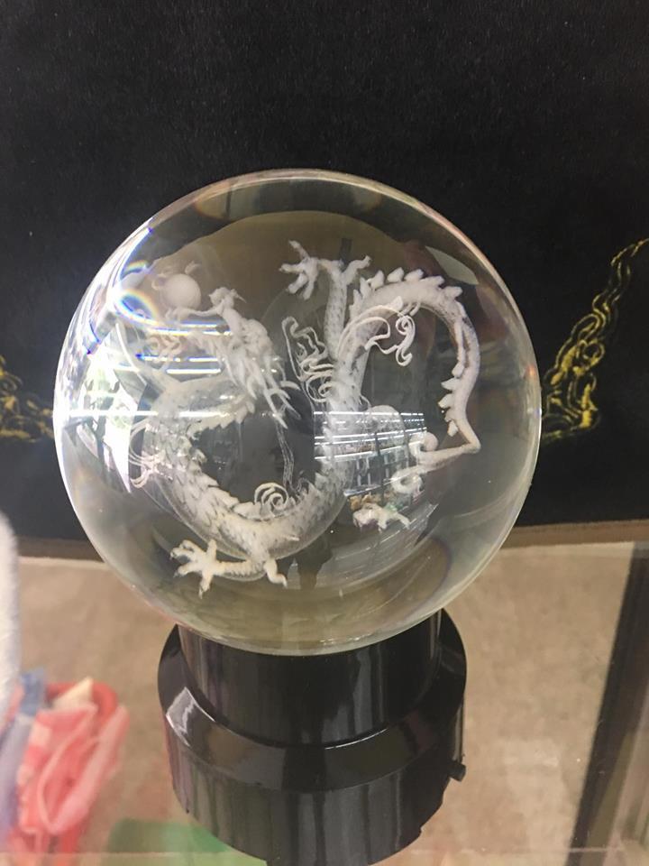 Quả cầu Pha Lê phong thủy chạm âm 6D khắc hình Rồng - Đường kính 8cm
